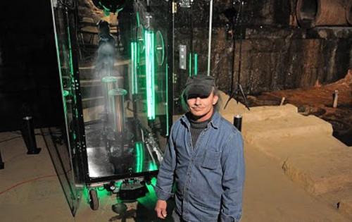 ロバート・ベス博士とパラボット内に捕獲した幽霊