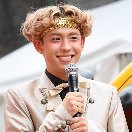 最近人気のぺこ(21)りゅうちぇる(20)が先日、東京・西銀座チャンスセンターで行われた『サマージャンボ宝くじ』と『サマージャンボミニ7000万』の発売記念