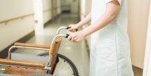 看護師と車椅子