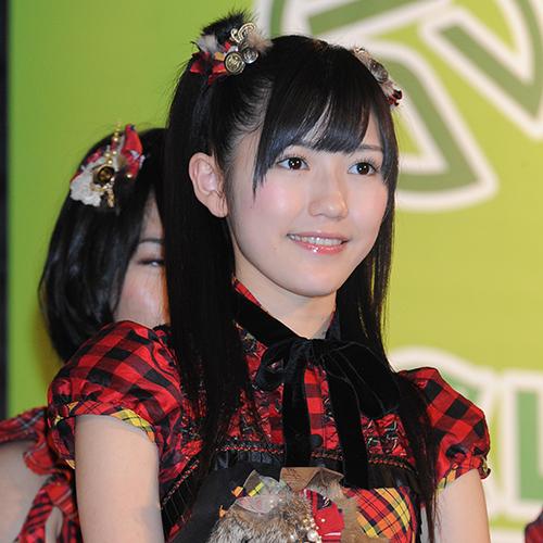 元『AKB48』の渡辺麻友